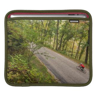 Camino que completa un ciclo en la carretera fundas para iPads