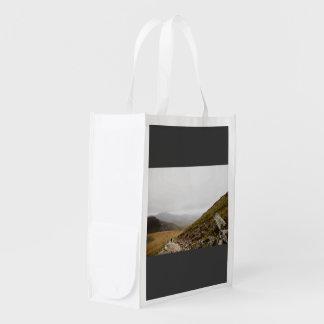 Camino rocoso de la montaña bolsa reutilizable