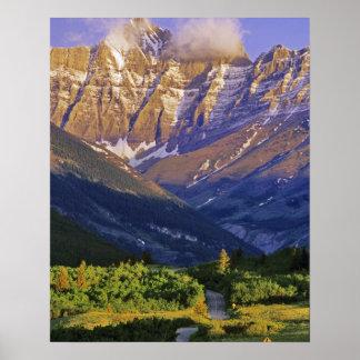 Camino rojo de la roca en parque nacional de los l posters