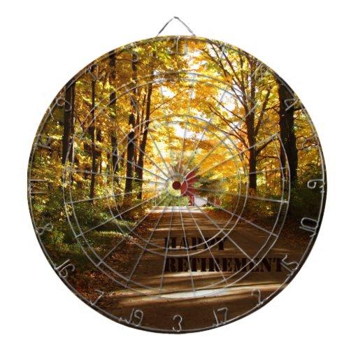 Camino rojo del otoño del granero del retiro feliz tabla dardos