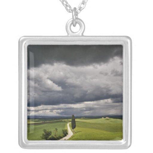 Camino y nubes de tormenta, región rural de Toscan Pendiente Personalizado