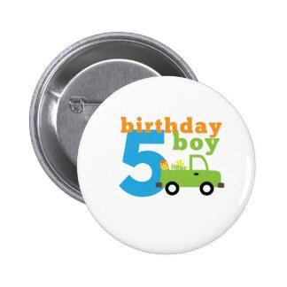 Camión 5 del muchacho del cumpleaños pin redondo 5 cm