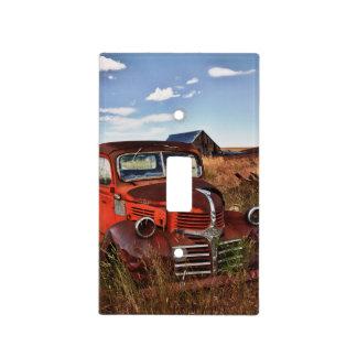 Camión anaranjado de Dodge que aherrumbra con la Placas Para Interruptor