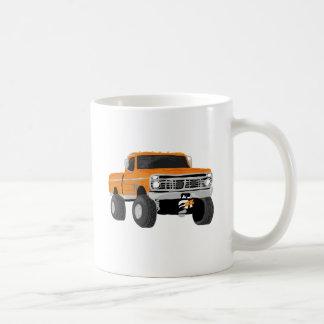 Camión anaranjado del fango 4x4 taza clásica