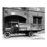 Camión antiguo de la cerveza, los años 20 postal