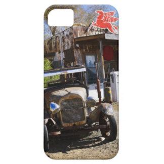 Camión antiguo en la tienda general en el funda para iPhone SE/5/5s