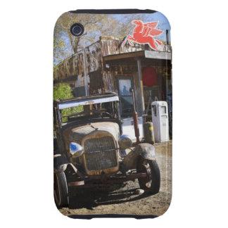 Camión antiguo en la tienda general en el funda though para iPhone 3