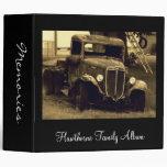 Camión antiguo viejo en álbum de foto de familia d