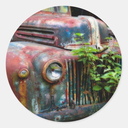Camión antiguo viejo oxidado pegatina redonda