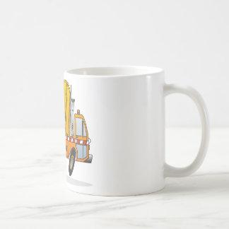 Camión de basura anaranjado tazas de café
