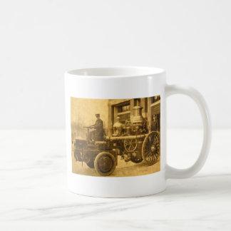 Camión de la autobomba del coche de bomberos del v taza básica blanca