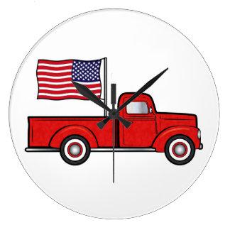 Camión de recogida clásico con la bandera reloj redondo grande