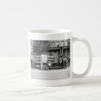 Camión de reparto de la gaseosa, los años 20 tempr tazas