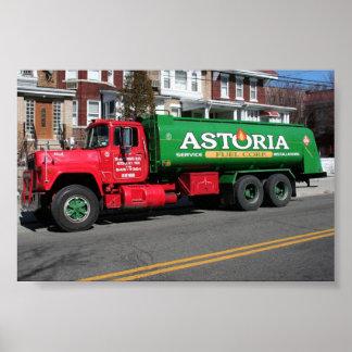 Camión del aceite combustible de Astoria Posters