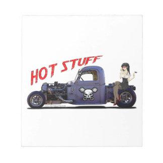 Camión del coche de carreras con un chica blocs