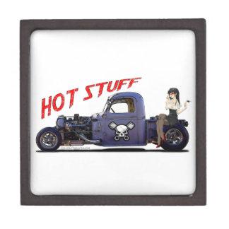 Camión del coche de carreras con un chica cajas de regalo de calidad