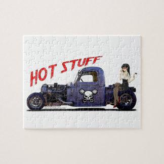 Camión del coche de carreras con un chica rompecabezas con fotos