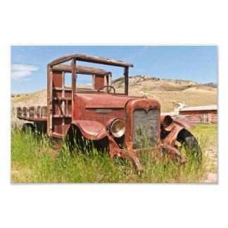 Camión del vintage con la cama de madera - cojinete