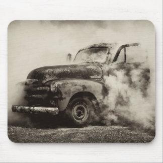 Camión del vintage del hoyo de la quemadura alfombrillas de raton