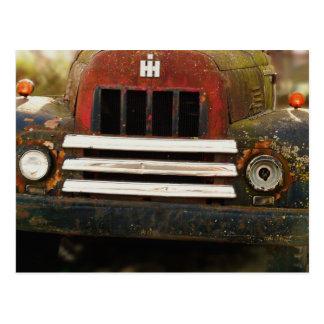 Camión internacional antiguo de la máquina segador postal