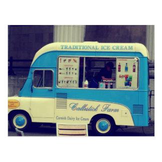Camión lindo del vintage tradicional del helado postal