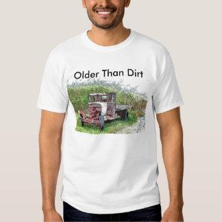 Camión oxidado viejo, más viejo que la suciedad remeras