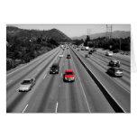 Camión rojo en la autopista sin peaje tarjeta