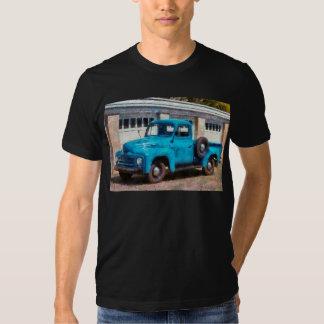 Camión - un camión viejo internacional remeras