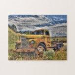 Camión viejo abandonado en campo puzzles con fotos