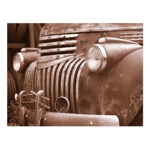 Camión viejo aherrumbrado postales