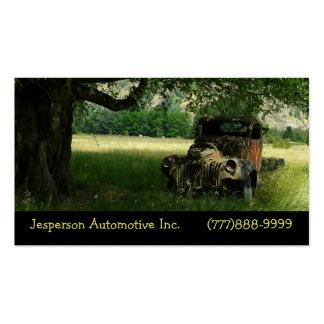 Camión viejo debajo del auto del vintage del árbol plantillas de tarjetas de visita