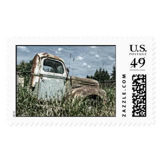 Camión viejo del batidor - vehículo oxidado de la envio