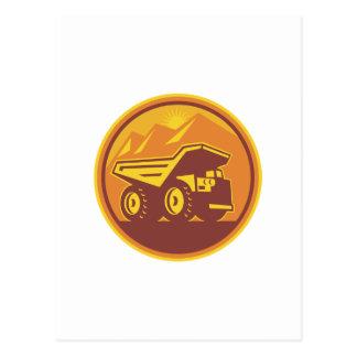Camión volquete de la explotación minera retro postal