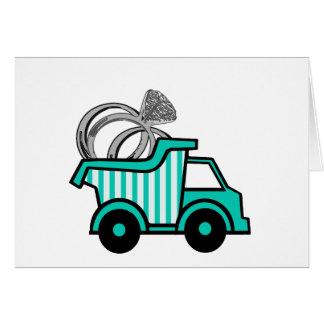 Camión volquete del portador de anillo tarjeta de felicitación