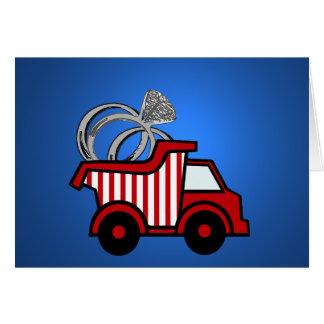 Camión volquete del rojo del portador de anillo tarjeta pequeña