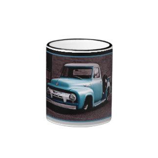 Camioneta pickup del azul del vintage taza