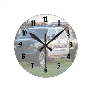 camioneta pickup del Departamento de Policía de Reloj Redondo Mediano