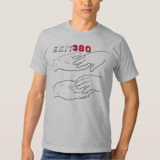 Camisa apretada del hombre