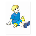 Camisa azul del muchacho con los polluelos amarill tarjeta postal