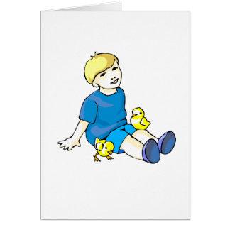 Camisa azul del muchacho con los polluelos tarjeta pequeña
