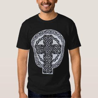 Camisa blanca de la cruz céltica