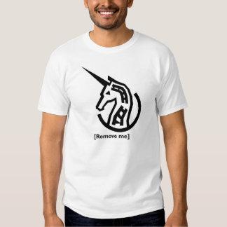 Camisa blanca que conmemora del informe del