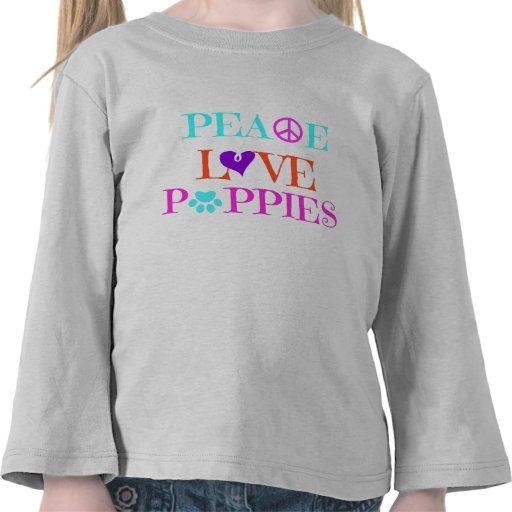 Camisa colorida de los perritos del amor de la paz