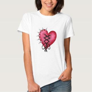 Camisa con el corazón en estilo punky