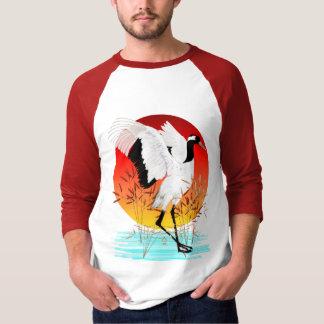Camisa coronada rojo de la grúa y del sol poniente