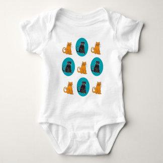 Camisa de la enredadera del gato del niño