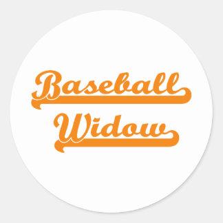 camisa de la viuda del béisbol pegatina redonda