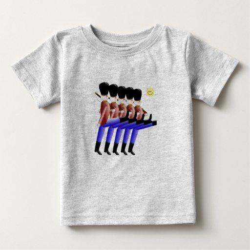 Camisa de los soldados de juguete que marcha