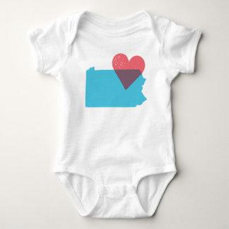 Camisa del bebé del amor del estado de
