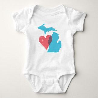 Camisa del bebé del amor del estado de Michigan